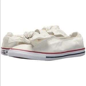 NEWConverse ChuckTaylor AllStarknot SlipOn Sneaker
